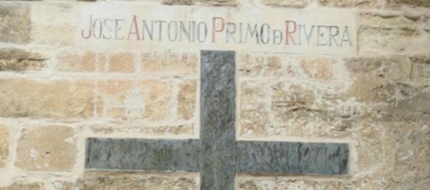 Símbolo franquista retirado en Cuenca