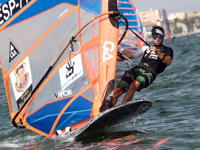 Eduardo Navarro, subcampeón de España de windsurf con CLM
