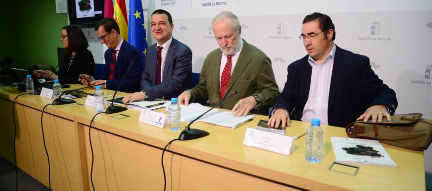 El consejero Francisco Martínez Arroyo ha presentado el estudio de Artemisan sobre el impacto de la caza en la región