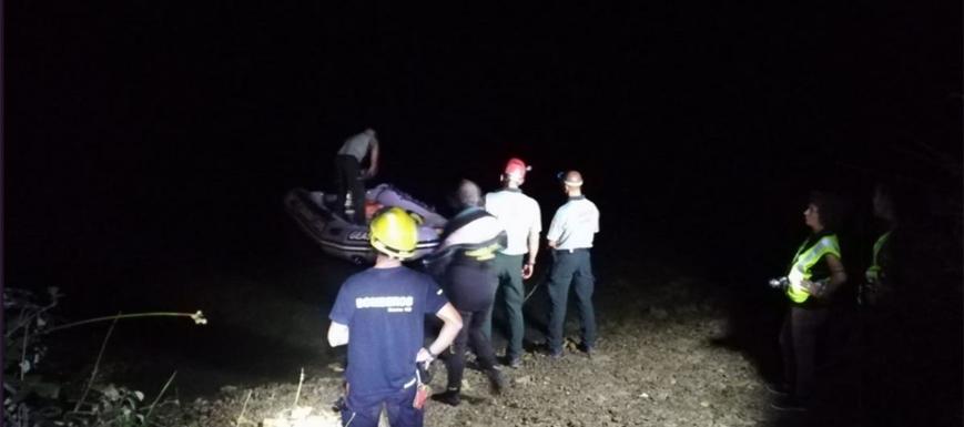 Detalle del rescate de la víctima en el embalse de Henchidanos