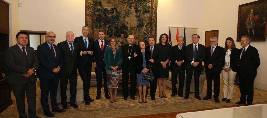 Los intervinientes en la firma de los convenios para conmemorar el VIII centenario del inicio de la construcción de la Catedral de Burgos