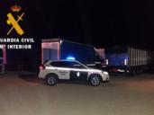 Sorprendidos rajando las lonas de camiones en Corral de Almaguer para robar la carga
