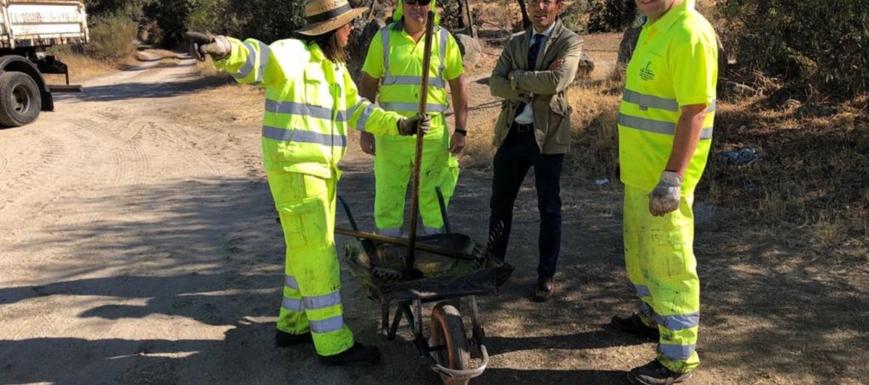 El delegado provincial de Fomento, Jorge Moreno, visitando las obras en las carreteras por la Vuelta a España (desbroce CM-543)